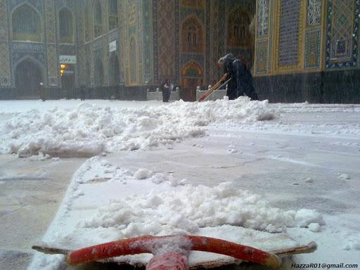 زائران برف پارو کردند...