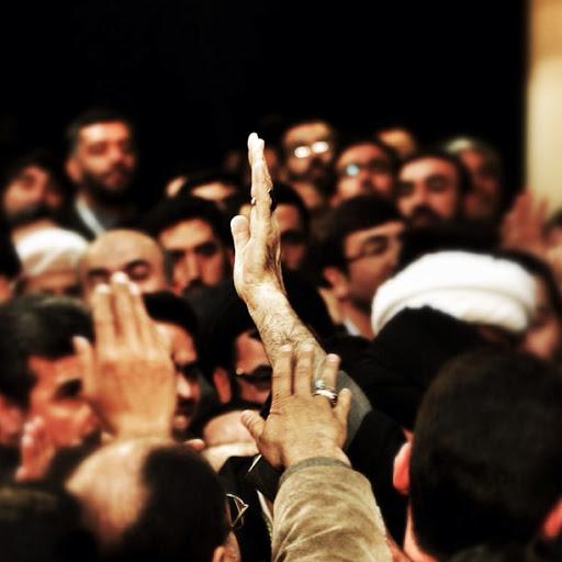 گزارش تصویری از حضور رهبر انقلاب در بین میهمانان...