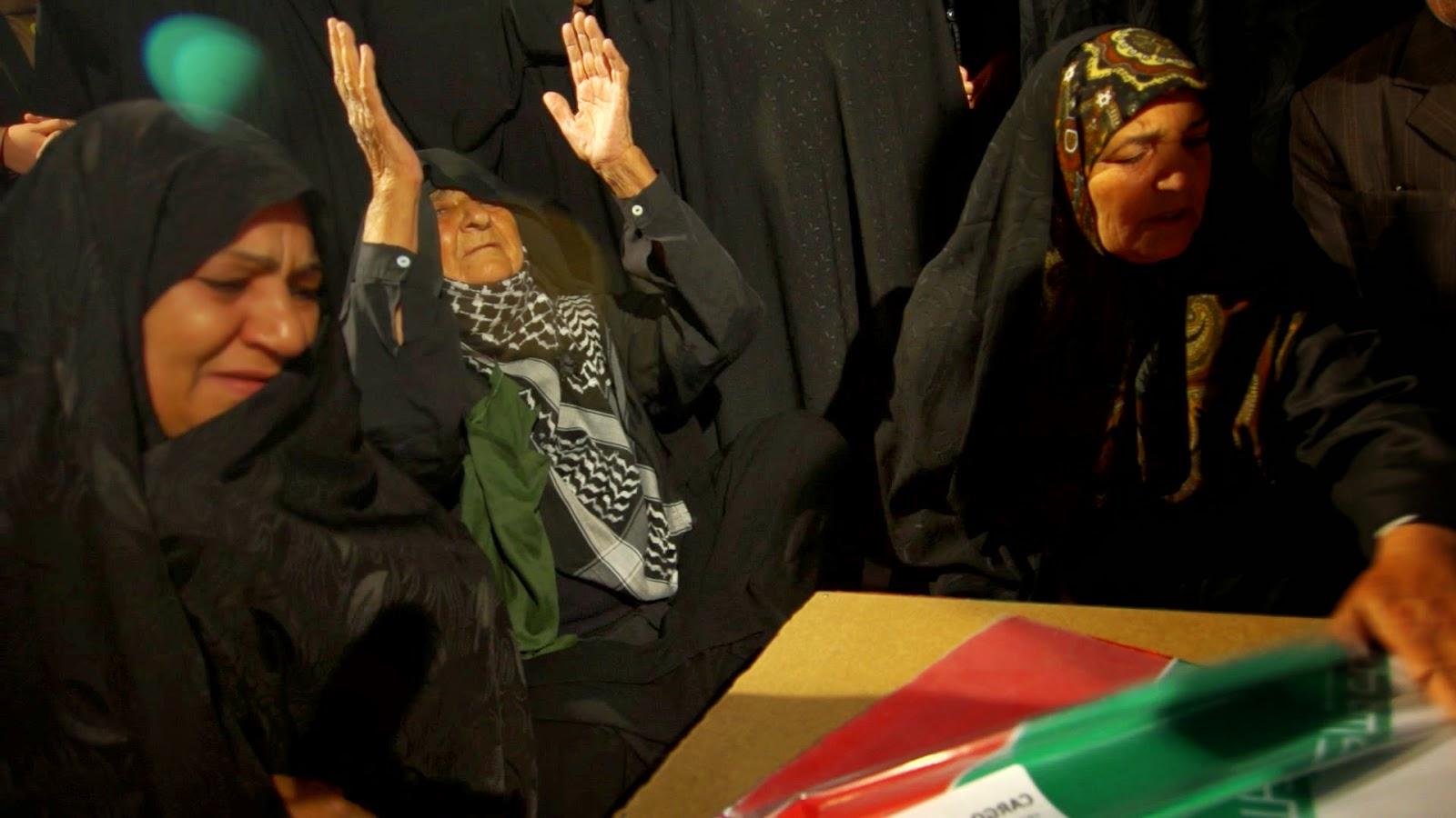 دیدار مادر شهید علیزاده بعد بیست وهفت سال با فرزنش